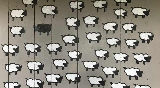 DIY Farmhouse Art – Black Sheep Painting
